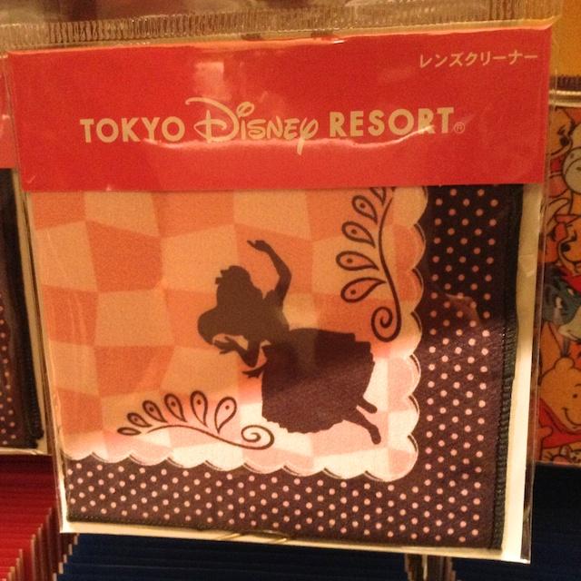 アリスのシルエットが描かれたレンズクリーナーが480円→240円になっています