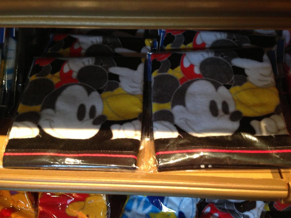ミッキーやミニーちゃん、ドナルドのハンドタオルがそれぞれが600円→400円になっています