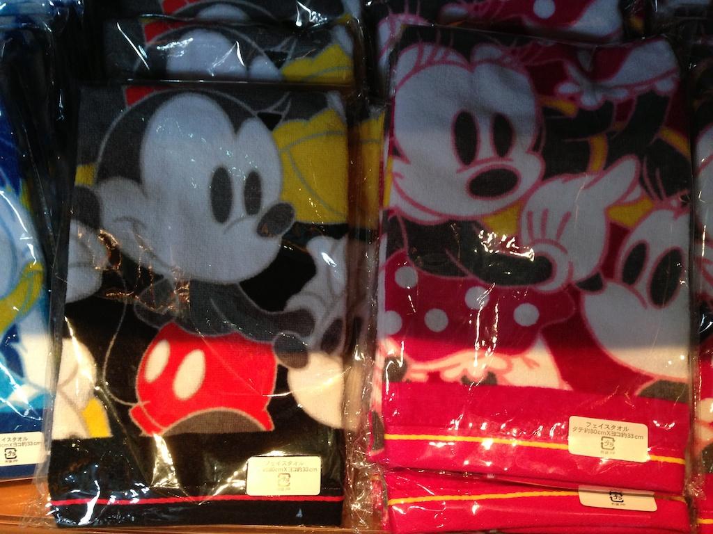 ミッキーやミニーちゃん、ドナルド、プーさんのフェイスタオルがそれぞれが1050円→700円になっています