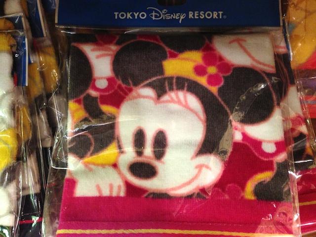 ミッキーやミニーちゃん、ドナルド、デイジー、チップとデール、プーさんのハンドタオルがそれぞれが600円→400円になっています