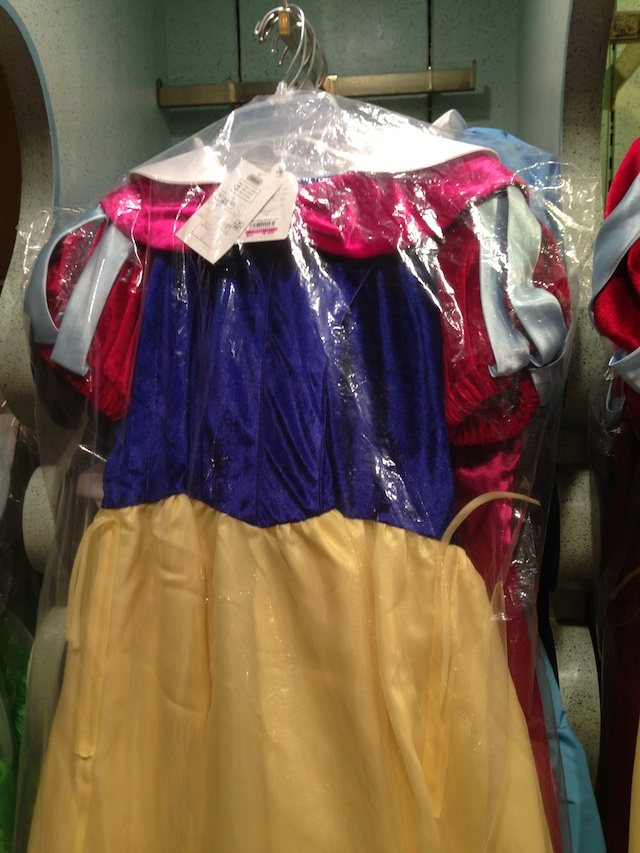 白雪姫のドレスが8600円→6000円になっています