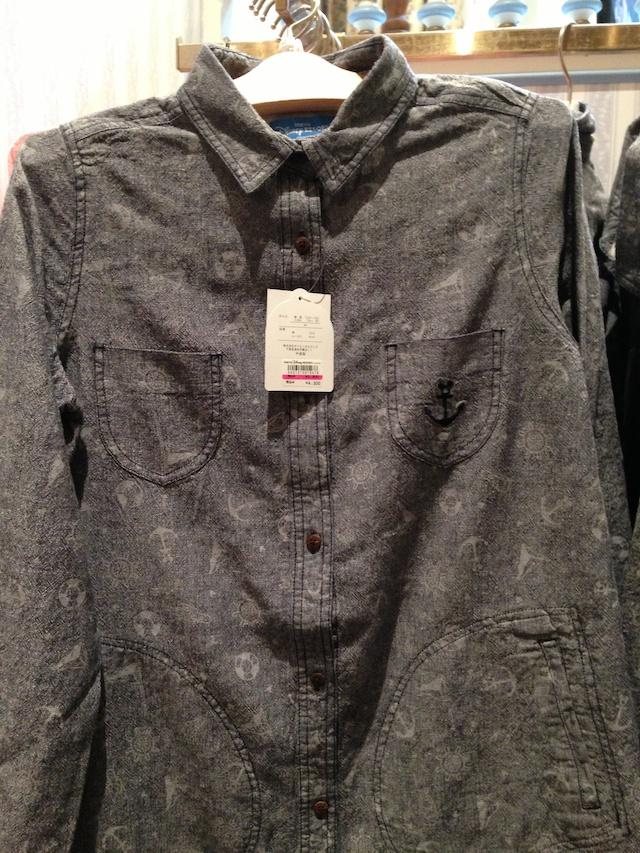 いかりのマークが描かれた麻のシャツが4300円→2200円になっています