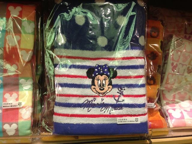 ミニーちゃんのバスタオルが2400円→1600円になっています