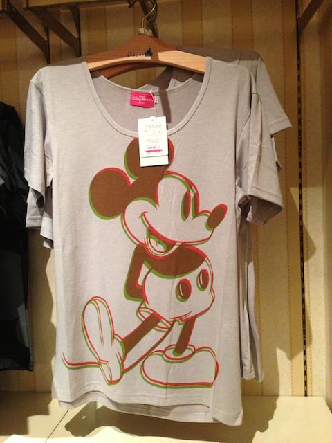 ミッキーが二重に描かれたTシャツが2900円→1700円になっています