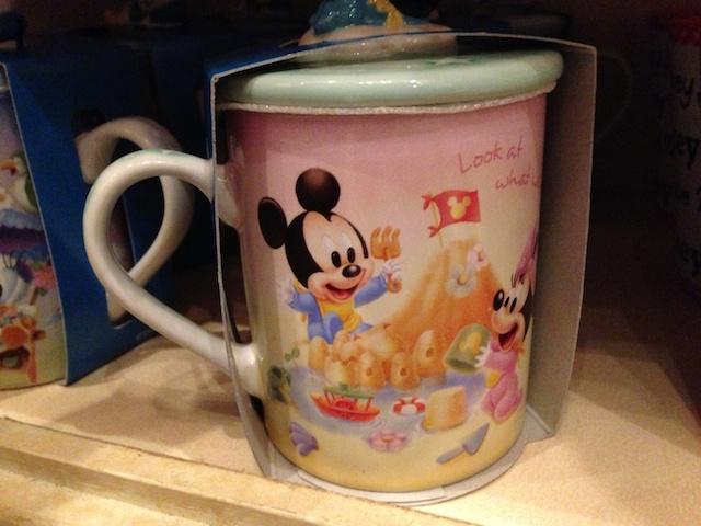 ベビーミッキーとミニーちゃんの蓋付きマグカップが1500円→800円になっています