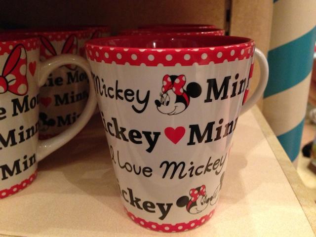 ミニーちゃんのマグカップが900円→500円になっています