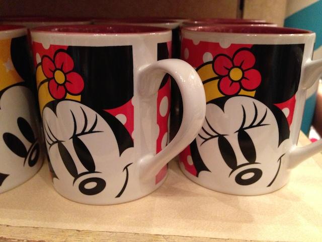ミニーちゃんのマグカップが1000円→500円になっています