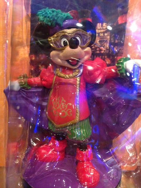 ハロウィーン・デイドリームコスチュームのミッキーとミニーちゃんのフィギュアリンが2000円→1400円になっています
