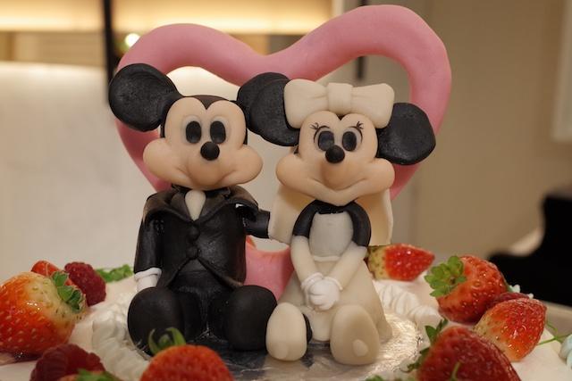 披露宴に行ったらウェディングケーキの上のミッキーとミニーちゃんが鎮座していた件
