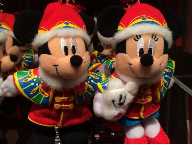 クリスマスファンタジー2013ぬいぐるみペアストラップ(ミッキーとミニーちゃん)が2300円→1800円になっています