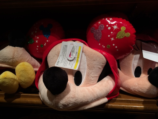 30周年ミッキーやミニーちゃん、ドナルドのファンキャップが2900円→2300円になっています