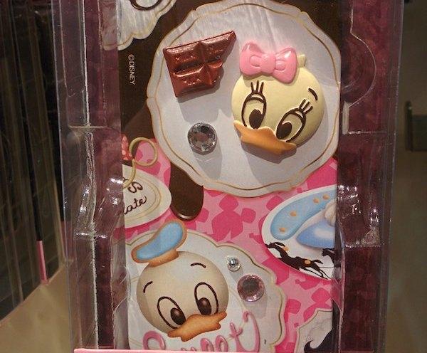 ディズニーストアでミニーちゃんやデイジー、ドナルドのiPhone 5/5s用のケースが半額の1,365 円〜になっています。