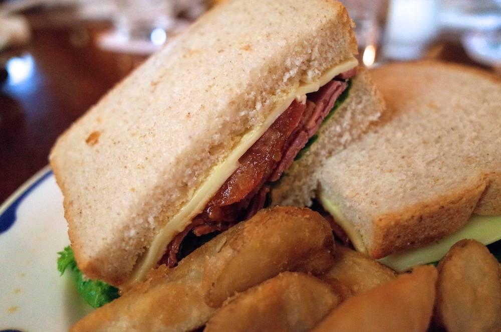テディ・ルーズヴェルト・ラウンジのパストラミのグラハムサンドウィッチがマジ美味しかった